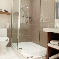 06-Standard-ensuite--shower